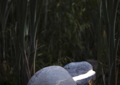 Lampa ogrodowa - Kamień ozdobny